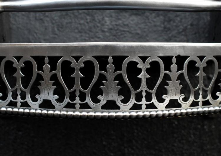 AN ATTRACTIVE QUEEN ANNE STYLE POLISHED STEEL FIREGRATE-Detail3