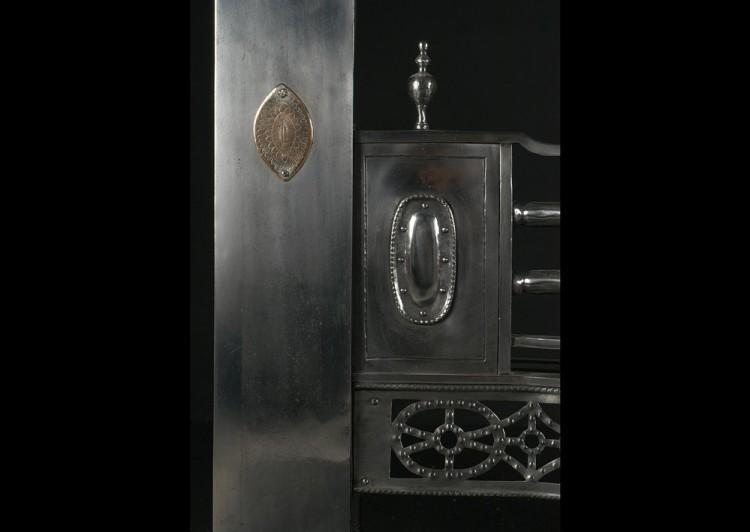 A 19TH CENTURY ENGLISH STEEL REGISTER GRATE WITH GUNMETAL DETAILING-Detail2