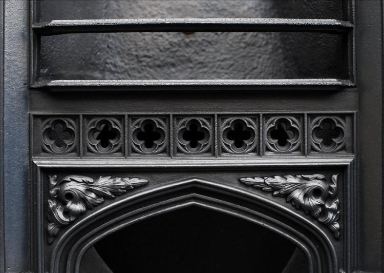 A 19TH CENTURY CAST IRON HOB GRATE IN THE GOTHIC STYLE-Detail2