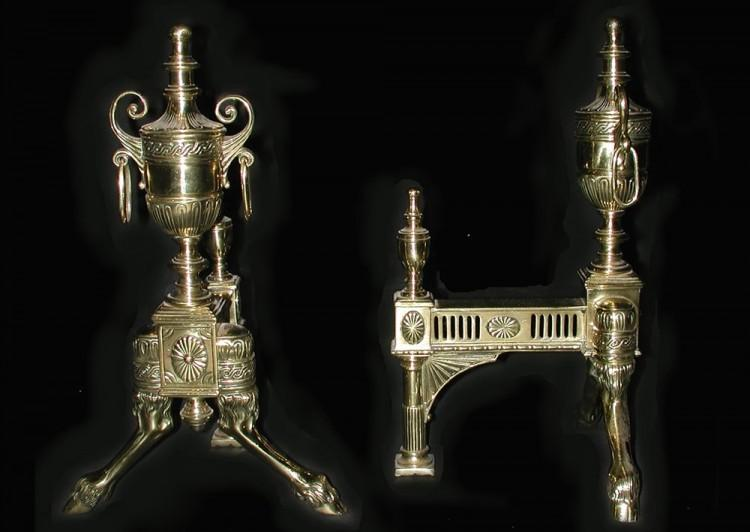 A PAIR OF BRASS ANDIRONS WITH URN TOPS