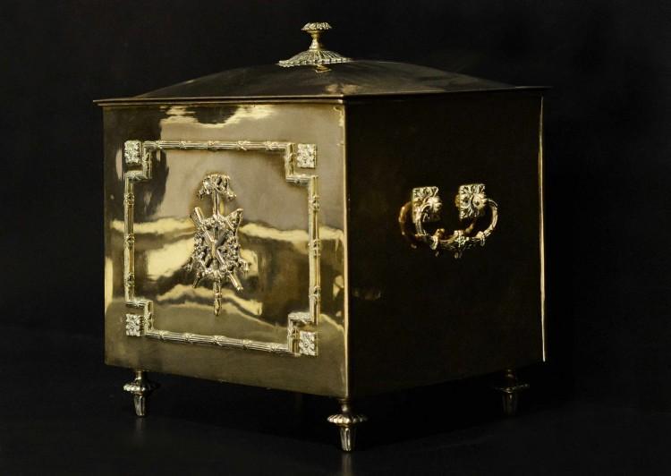 A fine quality brass Regency coal bucket